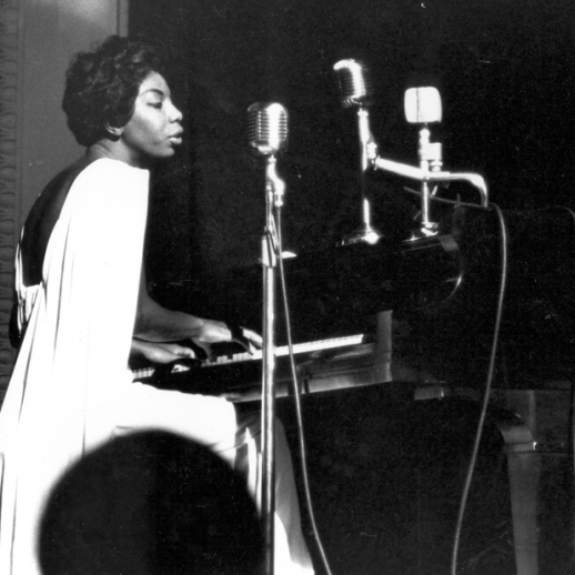 nina-simone-59-town-hall-performing-1