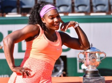 PARIS, FRANCE - JUNE 6: Serena Williams of the United States poses with the Coupe Suzanne Lenglen trophy after winning the Women's Singles Final against Lucie Safarova of Czech Repubulic at the French Open tennis tournament, Roland Garros in Paris, France on June 6, 2015. (Photo by Mustafa Yalcin/Anadolu Agency/Getty Images)