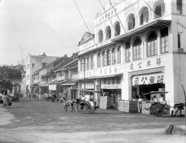 Chinese shops at Kali Besar in Batavia's Chinese district (circa 1910-1920)