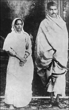 Gandhi and his wife Kasturbhai in 1914