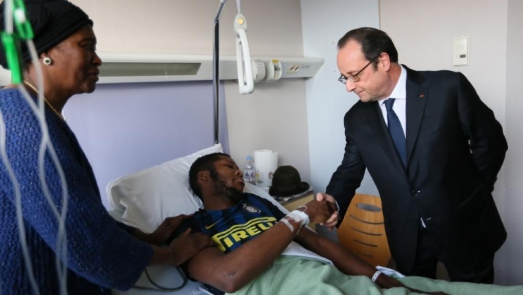 Francois Hollande visits Theo in hosital by L. Blevennec/Elysée Press Office